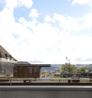 (c) Nicolas Waltefaugle - Légende : L'esplanade et le parking du fort Griffon